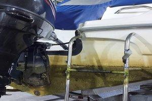 Яхта до очистки корпуса